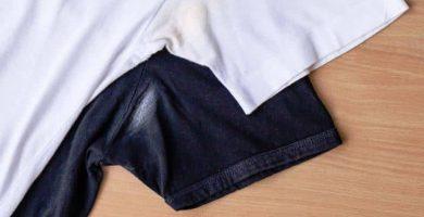 como quitar manchas de desodorante en la ropa